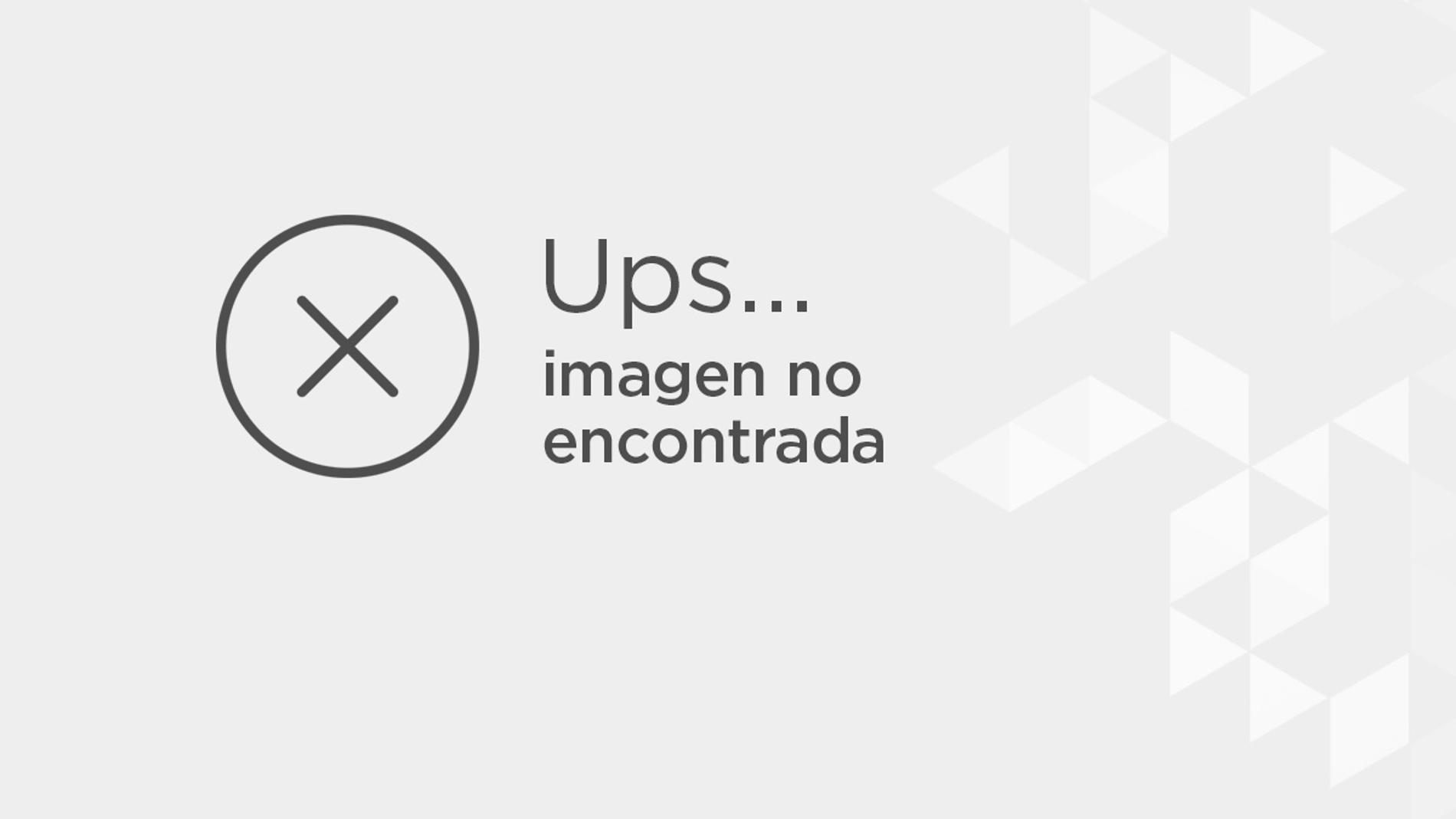 Antonio Banderas, con traje negro y corbata a juego