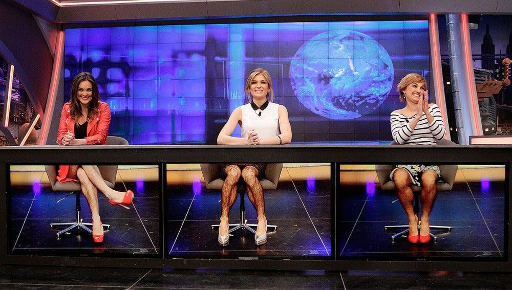Sandra Golple, Mónica Carrillo y Lourdes Maldonado en el informativo con piernas