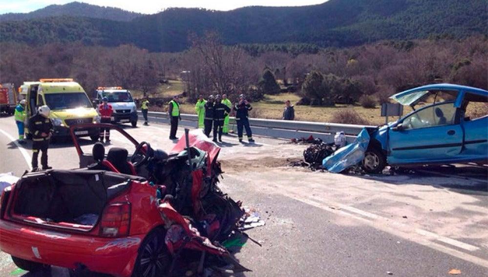 Estado de los vehículos tras el accidente en Ávila en el que han fallecido 5 personas.