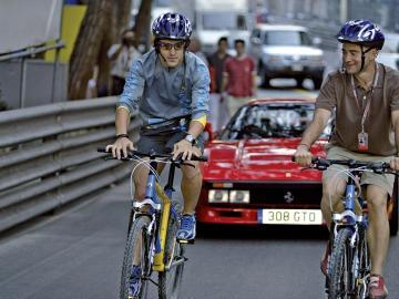 Antonio Lobato, en bici por Mónaco con Fernando Alonso