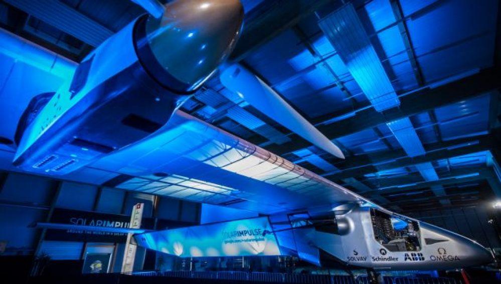 El avión, propulsado con energía solar, que dará la vuelta al mundo.