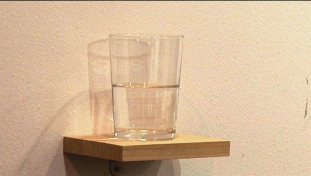 Un vaso de agua medio lleno entre las obras más controvertidas de ARCO 2015