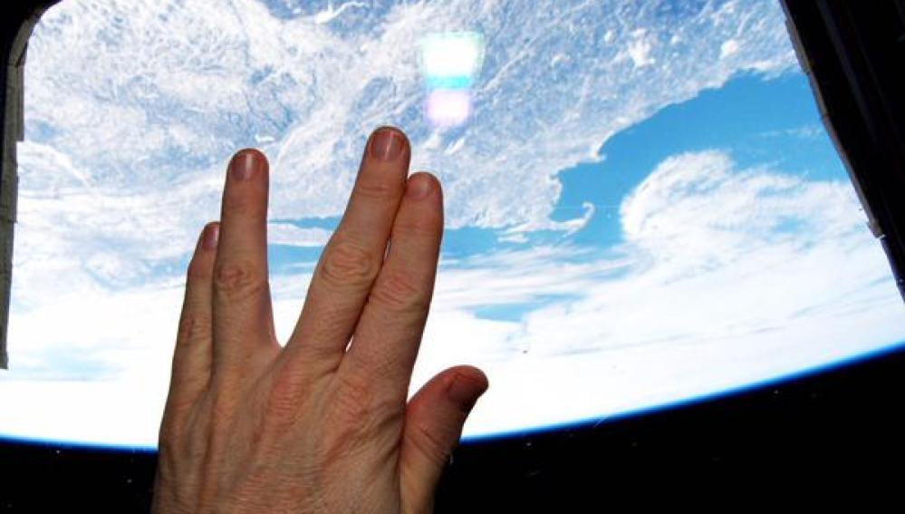 Un astronauta homenaje al capitán Spock desde el espacio