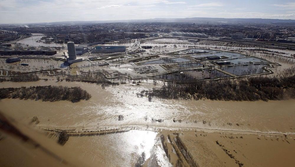Vista aérea de la zona afectada por la crecida del Ebro