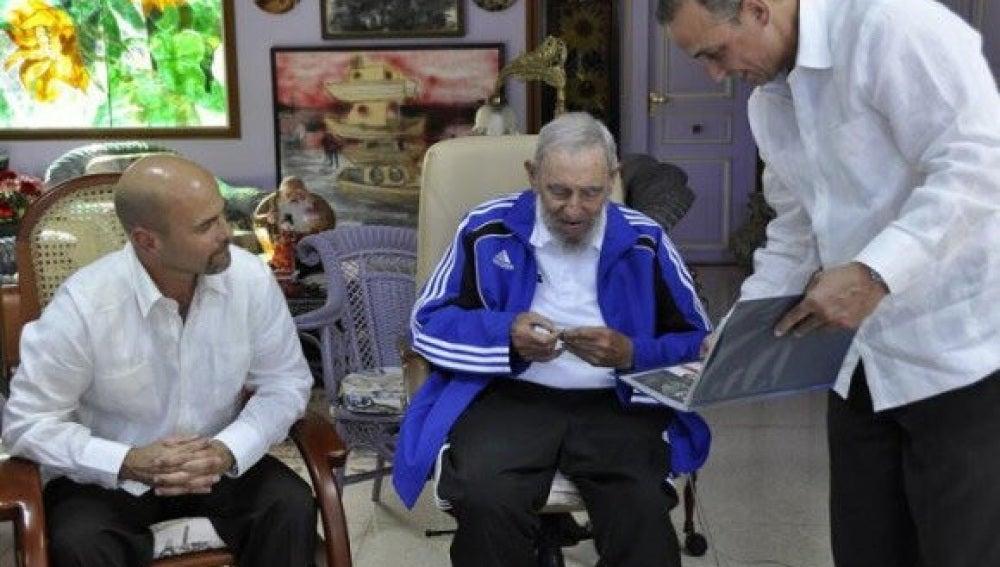 Fidel Castro recibe a 'los cinco'