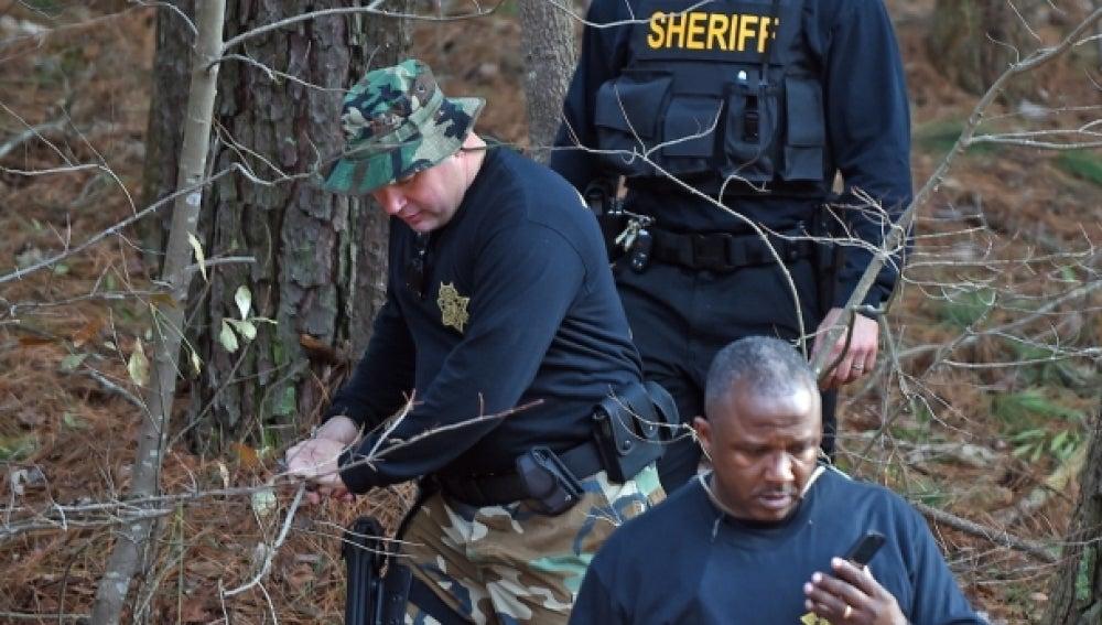 Policías cerca del lugar del robo