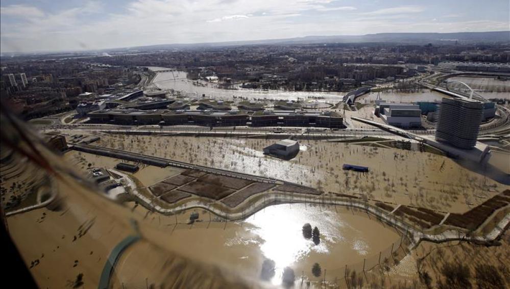 Continúa el achique de agua del foro romano de Zaragoza