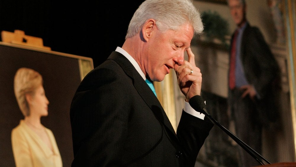 Bill Clinton, delante del retrato