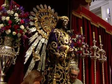 Largas colas de feligreses pese al frío para el besapié al Cristo de Medinaceli