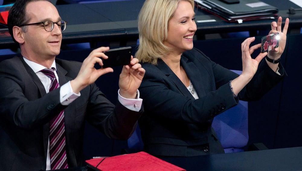 La ministra de Familia alemana, Manuela Schwesig, y el ministro de Justicia y Protección del Consumidor, Heiko Maas