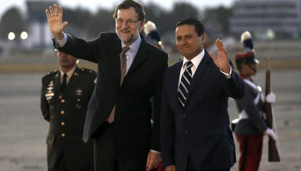 Mariano Rajoy junto al ministro de Relaciones Exteriores de Guatemal