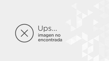 Liam Scholes, de 11 años (a la derecha) vestido de Christian Grey