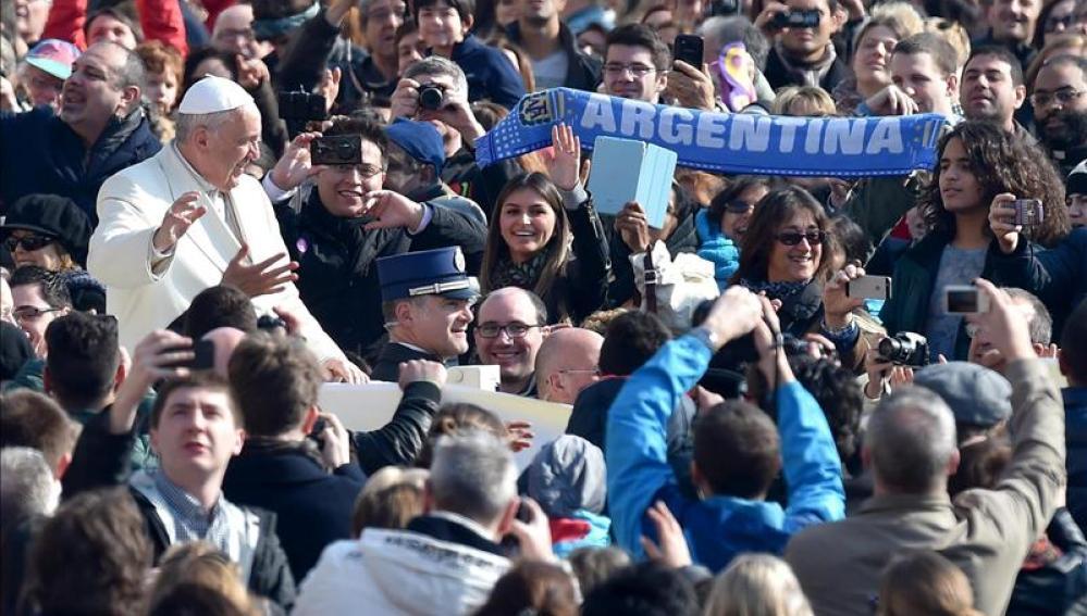 El Papa oficiará la misa de Jueves Santo y lavará los pies a detenidos en Roma
