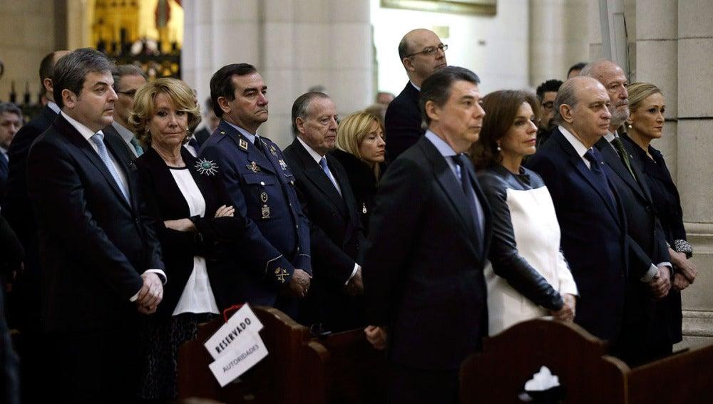 Varios políticos, en la Catedral de la Almudena en el funeral por las víctimas del 11-M