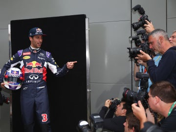 Ricciardo posa para la prensa