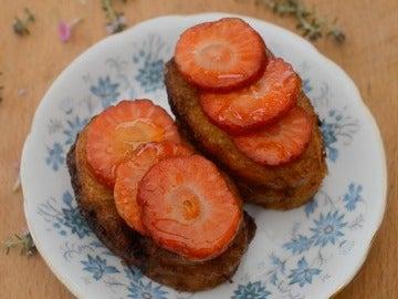 Las torrijas de vainilla con fresas de Bocados Divinos.