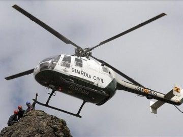Un helicóptero de la Guardia Civil