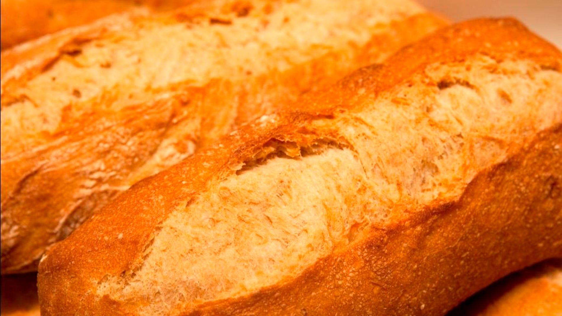 Con todos vosotros, su majestad el pan.