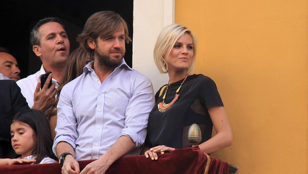 Rosauro Varo y Amaia Salamanca disfrutaron de la Semana Santa sevillana