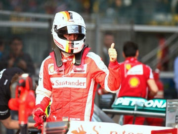 Vettel muestra su O.K. ferrarista