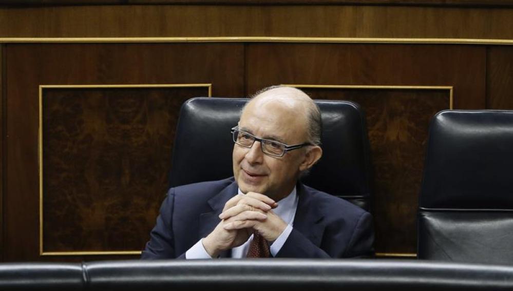 Cristóbal Montoro, durante la sesión de control al Gobierno en el pleno del Congreso de los Diputados.