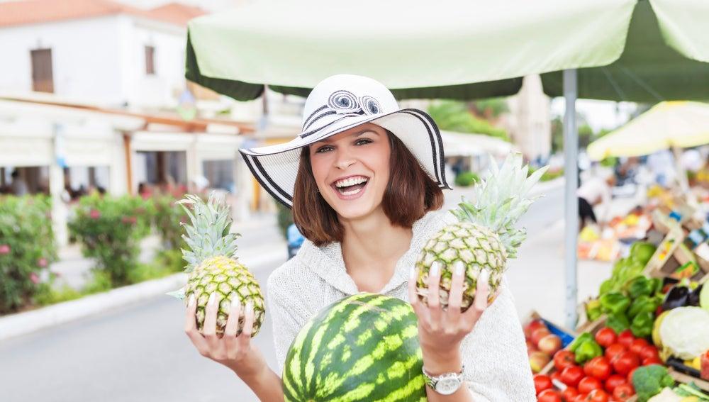 Comprar frutas en el supermercado