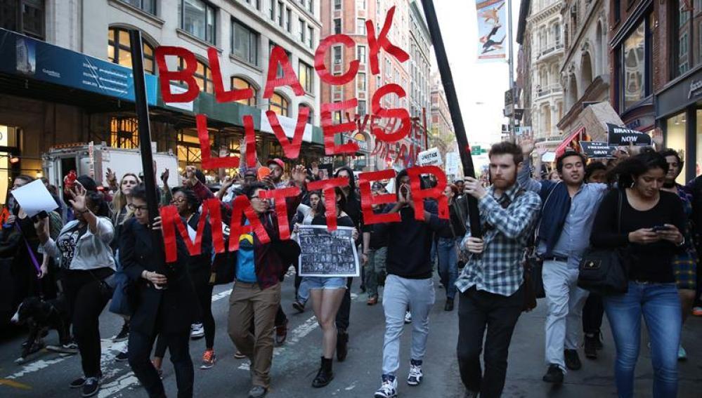 Manifestantes marchan en Baltimore