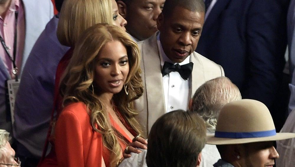 Beyoncé y Jay Z se pusieron así de elegantones para la ocasión