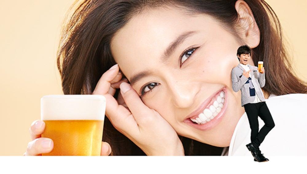 Esta es la muchacha que bebe 'Preciosa', nos dice el joven.