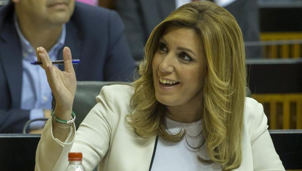 Susana Díaz, durante la intervención del lider del PP-A, Juanma Moreno