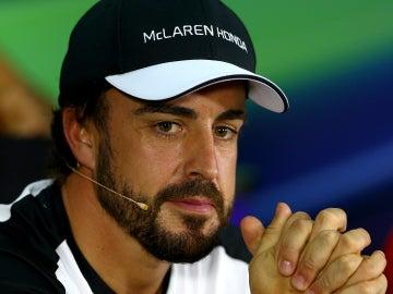 Fernando Alonso en rueda de prensa de la FIA