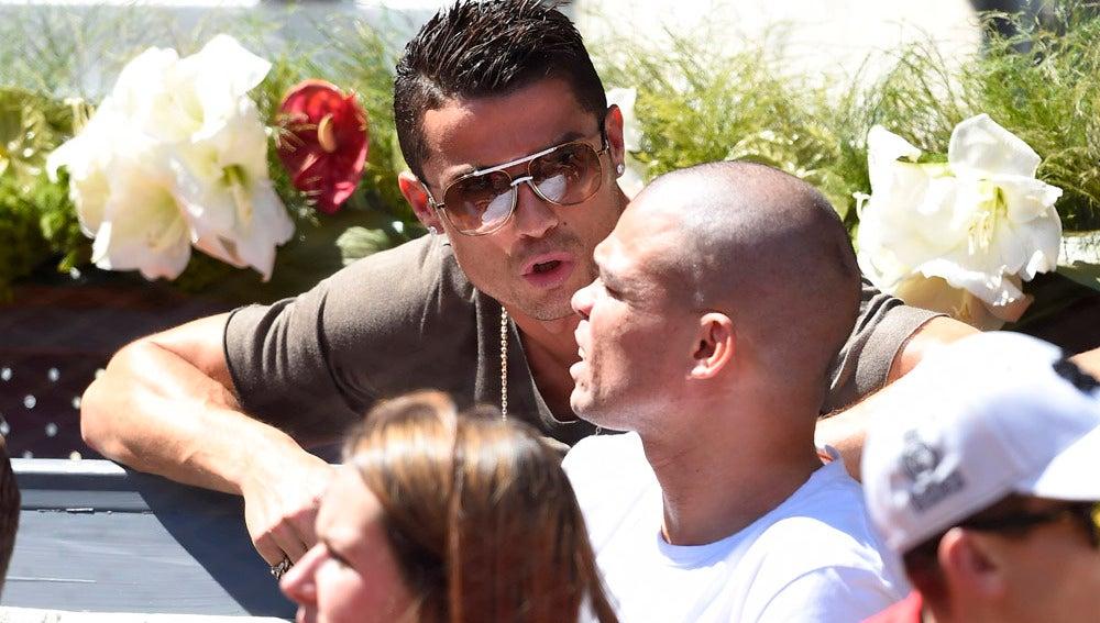 Cristiano Ronaldo y Pepe disfrutan del tenis