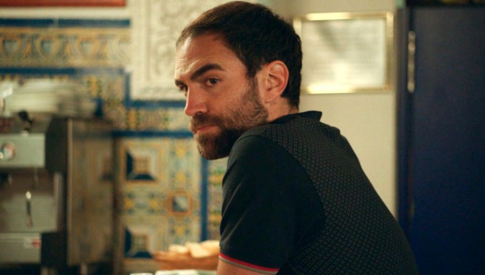 Iñaki intenta sin éxito seducir a Carmen pero no va a parar hasta conseguirlo