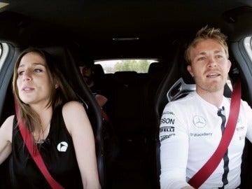 """Una vuelta a toda velocidad con Rosberg: """"He visto a Lewis un poco enfadado"""""""