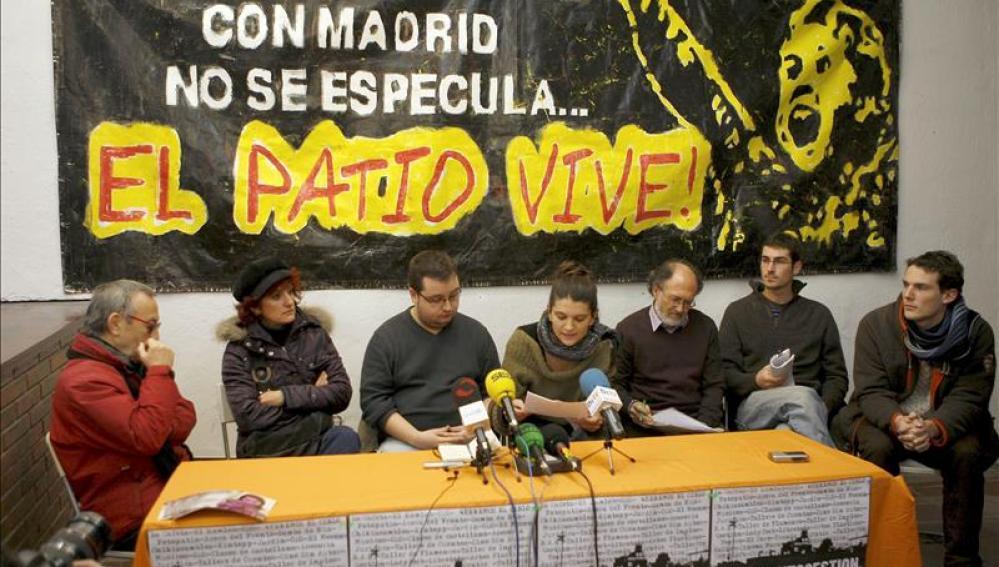 Representantes del colectivo Patio Maravillas, que fueron desalojados de un edificio en el centro de Madrid.