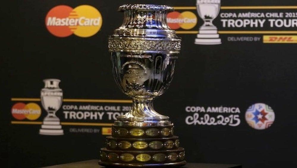 El trofeo de la Copa América de gira por Sudamérica