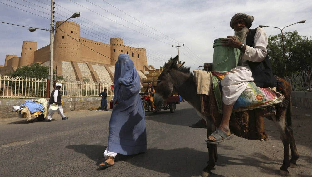 Habitantes de Afganistán, reprimidos por el Estado Islámico