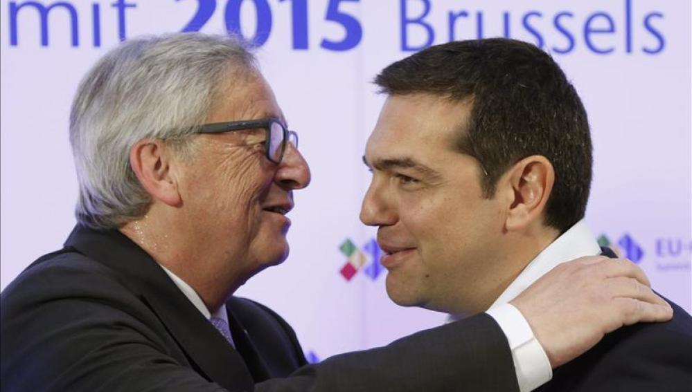"""Juncker y Tsipras se reúnen y acuerdan lograr una """"solución aceptable"""""""