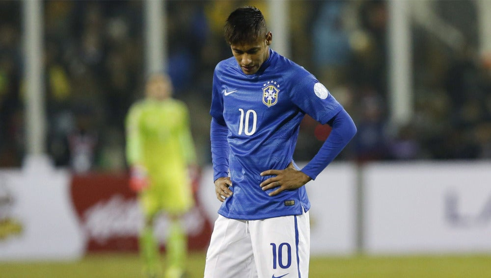 Neymar durante la derrota de Brasil ante Colombia