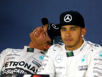 Hamilton y Rosberg en sala de prensa