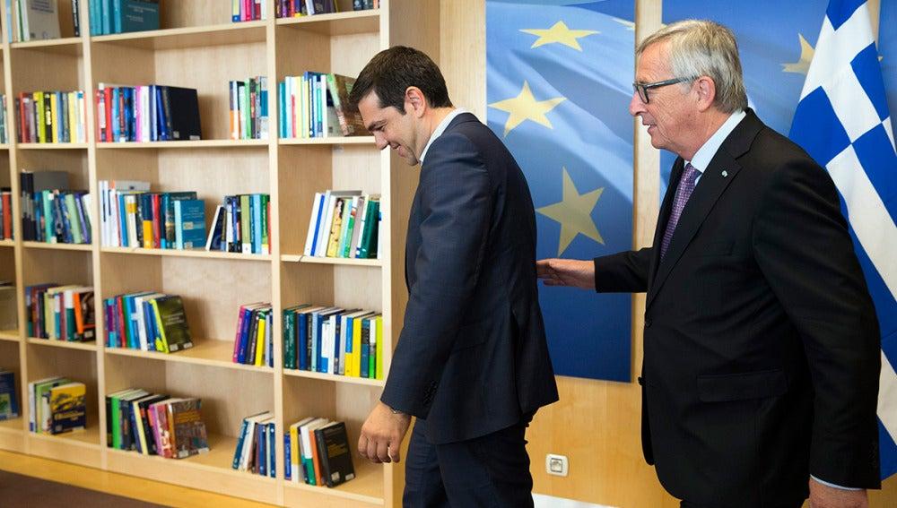 El presidente de la Comisión Europea, Jean-Claude Juncker, recibe a Alexis Tsipras