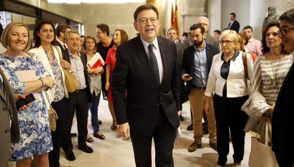Ximo Puig a su llegada a las Cortes Valencianas.