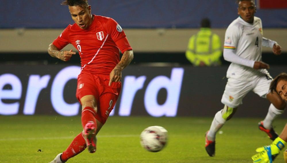 Guerrero anotó tres goles y acabó con la esperanza boliviana
