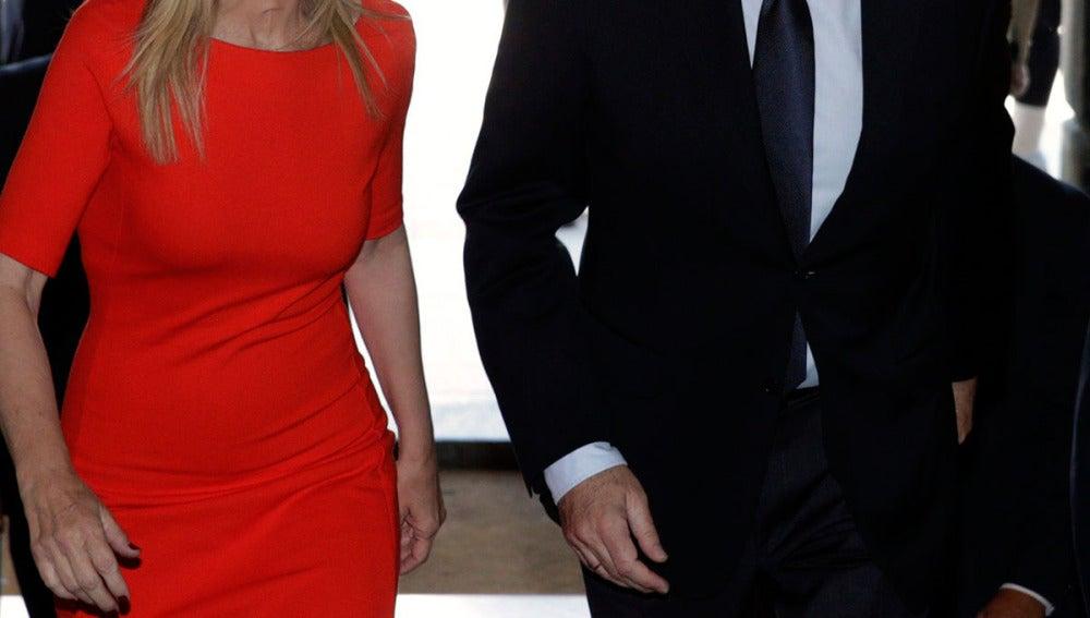 Rajoy entra en la Real Casa de Correos de la Puerta del Sol junto a Cifuentes