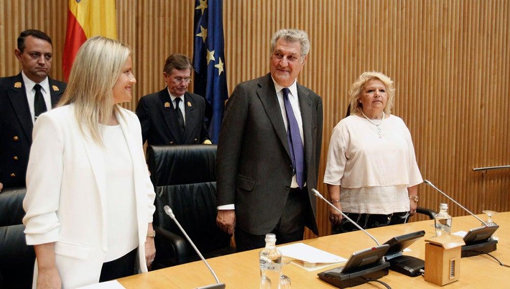 Jesús Posada junto a la presidenta de la Fundación Víctimas del Terrorismo, María del Mar Blanco (i), y Ángeles Pedraza