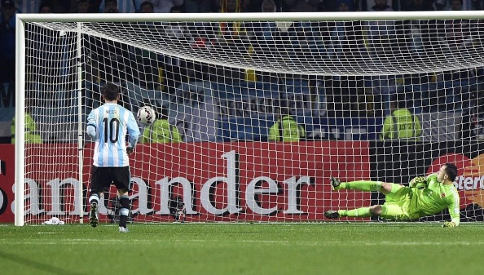 Messi anota su penalti ante Colombia