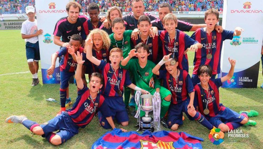 Los alevines del Barça celebran el título