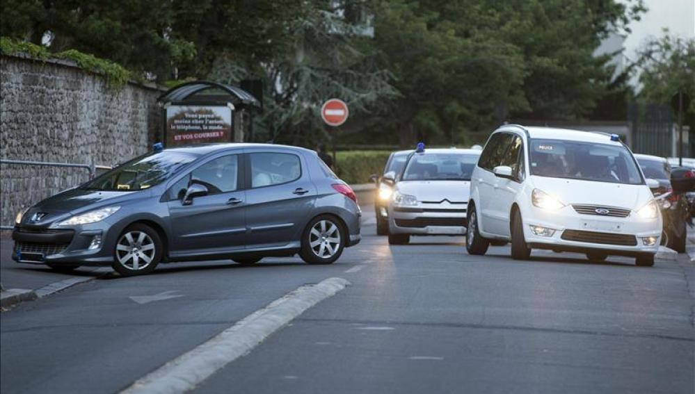 Un convoy policial traslada al sospechoso