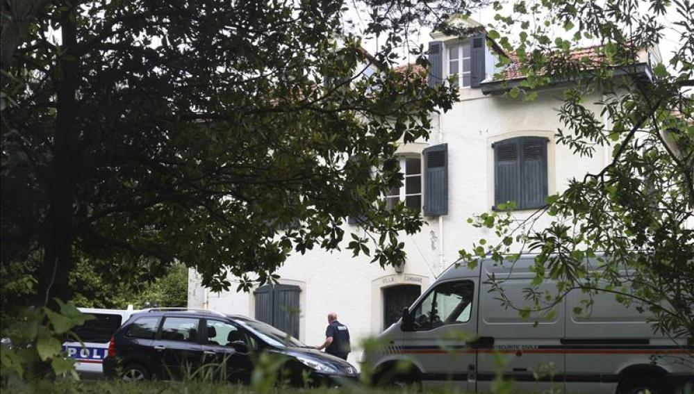 La policía vigila la casa de una una mujer francesa detenida por su presunta colaboración ETA