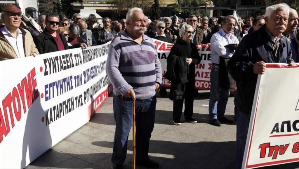 Manifestación de jubilados griegos que protestan por las pensiones.